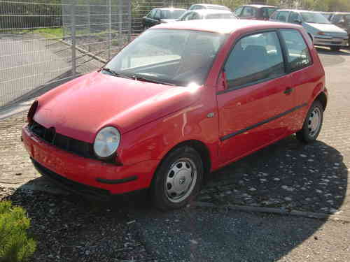 VW Lupo rot 1,0 37KW  Bj.00 Motor: ALL Getriebe: DKG Farbe: LP3G